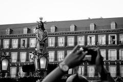 _DSF1756 (Antonio Balsera) Tags: bw bn divinocautivo plazamayor semanasanta gente móvil procesión madrid comunidaddemadrid españa es