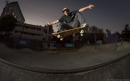 Tomas Hiche - Frontside Ollie