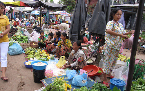 Fruit and vegetable market, Cambodia. Photo by Jharendu Pant, 2009.