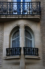 Art Nouveau window by Hector Guimard (Sokleine) Tags: paris france building window architecture details artnouveau ironwork iledefrance fentre guimard hectorguimard auteuil 75016 ferforg ferronnerie dcorarchitectural rueagar