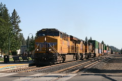 Union Pacific KOAMN in Colfax, CA (CaliforniaRailfan101 Photography) Tags: up amtrak unionpacific priority ge freight bnsf reefer manifest emd californiazephyr burlingtonnorthernsantafe dash9 dpu es44dc gevo sd70m amtk c449w stacktrain sd70ace es44ac colfaxca c45accte p42dc trackagerights es44c4 tietrain sd59mx unitreefer zdlsk trainsincolfaxca