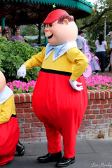 Tweedle Dee (disneylori) Tags: disney disneyworld characters wdw waltdisneyworld magickingdom tweedledee fantasyland disneycharacters tweedles nonfacecharacters meetandgreetcharacters aliceinwonderlandcharacters