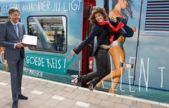 Ellen ten Damme trein Arnhem in de lucht (Rob Dammers) Tags: station anne ellen boek media arnhem ten pers trein presentatie gtw arriva damme eigen hettinga