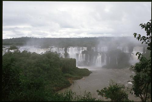 "Cascate d'Iguazu3_Brasile • <a style=""font-size:0.8em;"" href=""http://www.flickr.com/photos/103823153@N07/12033384324/"" target=""_blank"">View on Flickr</a>"