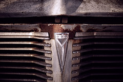 (jtr27) Tags: emblem sony maine sigma junkyard 60mm alpha oldcar radiator f28 ilc dn antiqueauto a3000 mirrorless emount sigma60mmf28dn ilce3000 dsc01537t