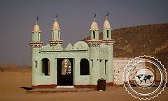 Mosquée dans le désert égyptien près de Hurghada. (peregrinationsautourdumonde) Tags: désert desertlife viedansledesert desert vert mosque mosquée egypte egypt