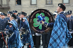 011 New York - FDNY EMS Pipes and Drums (rivarix) Tags: fdnyemtfuneral brooklynnewyork emsfuneral fireman firefighters firedepartmentofnewyork fdnyemeraldsocietypipesanddrums drummajor pipemajor pipeband bagpipe pipers bassdrum bassdrummer