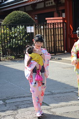036A1040 (zet11) Tags: japan tokyo japanese younggirls couple folkcostumes kimono