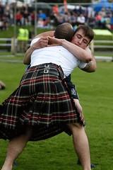Backhold Wrestling (FotoFling Scotland) Tags: bute rothesay wrestling highlandgames kilt