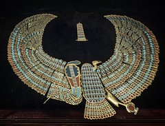 Collar with combined serpent and vulture found at the neck of King Tutankhamun's mummy New Kingdom 18th Dynasty Egypt 1332-1323 BCE (mharrsch) Tags: winged uraeus serpent vulture gold pharaoh king ruler tutankhamun burial tomb funerary 18thdynasty newkingdom egypt 14thcenturybce ancient discoveryofkingtut exhibit newyork mharrsch premierexhibits collar