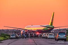 EVA AIR (Jennifer 真泥佛) Tags: 長榮航空 evaair 桃園機場 松山機場 航空機 夕陽 日落 sunset taoyuan taiwan evagreen