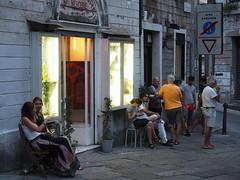 Trieste_131_1240 (Paolo Chiaromonte) Tags: olympus omdem5markii micro43 paolochiaromonte mzuikodigitaled1240mm128pro trieste friuliveneziagiulia italia travel people streetphotography italy