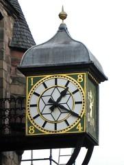 Edinburgh Tollbooth Tavern Clock (Bridgemarker Tim) Tags: edinburgh pubs inns signs ale bitter beer scotland eh1 eh8