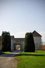 Porche (Ombre&Lumiere) Tags: xiiie xive xve marizysaintmard aisne picardie patrimoine vestiges ruines 02 ancienneabbayefortifiée xviie fortifications