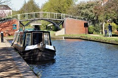 Highbridge (dlanor smada) Tags: bridges aylesbury bucks chilterns narrowboats boats blue