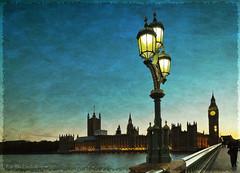 London, Westminster Bridge (Rita Eberle-Wessner) Tags: london uk grosbritannien england greatbritain westminster westminsterbridge bridge themse housesofparliament bigben night nacht nachtaufnahme nightshot lantern strasenlaterne laterne brücke blauestunde bluehour