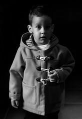El pequeño gran señor. (melanieserranophotography) Tags: niño niños pequeños pequeño señor grande byn blancoynegro oscuro sombras retratado picture picoftheday art melaniephotography children child love beauty