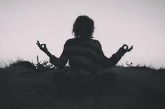 Meditaciones metáfisicas (Mishifuelgato) Tags: meditaciones metafísicas descartes filosofia nikon d90 50mm 18 arenales del sol elche alicante playa duna arena blanco negro black white portrait retrato fotografía photography beach españa spain philosophy dune sand mujer woman metaphysical