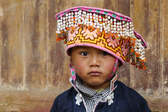 I like your camera ... may I have a look? (Rita Willaert) Tags: china tribal guizhou miao minority etnic anshun longhornmiao southwestchina minderheden villagelongga