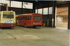 CBT 40 and replacement Midland Fox National (alderju) Tags: lynx leyland leylandnational midlandfox colchesterboroughtransport g40yhj