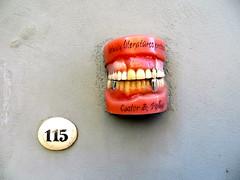 Tanden in de muur zetten