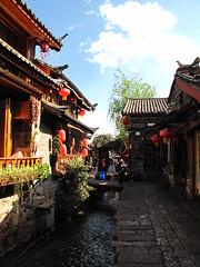 (A lonely journey of life) Tags: china shangrila  yunnan lijiang tigerleapinggorge deqin zhongdian   zhongguo yubeng feilaisi    hutiaoxia  xidang          dayangucheng zhongyishichang