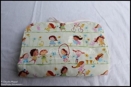 """Mala de maternidade e muda-fraldas """"Meninas a Brincar"""""""