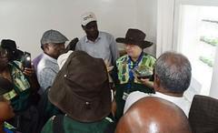 Peter Kulakow explaining Semi-Autotrophic Hydroponic (SAH) (IITA Image Library) Tags: basicsproject cassava manihotesculenta propagation