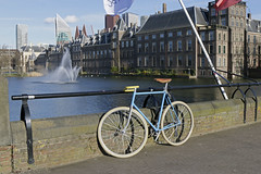 "Den Haag  The Hague (Roelie Wilms) Tags: denhaag thehague parlement hofstad regering holland zuidholland architectuur ridderzaal ooievaar reflectie reflection goverment bicicleta bicycle biçikletë velosiped সাইকেল စက်ဘီး велосипед 自行車 cykel fahrrad دراجة هوائية بايسکل pyörä vélo ποδήλατο બાઇક बाइक bicikli reiðhjól sepeda bicicletta 自転車 ជិះកង់ байк אופניים basikal ""xe đạp"" ਸਾਈਕਲ dviratis fiets racefiets පාපැදි bike"