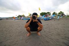 (Johanes Tarigan) Tags: canon eos 70d xxd camera dslr efs 1018mm f4556 is stm ultra wide lens pantai beach teluk penyu cilacap jateng jawa tengah indonesia bloke brother man indonesian sky sand