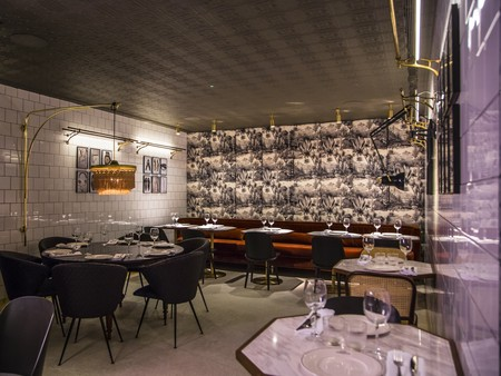 The commercial Cafe in Madrid, now renovated, opens its doors maintaining its cultural essence