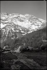 FujiFilm Gw690II + Kodak Tri-x 400 (t h o m a s h e k) Tags: film pelicula mountain paisaje landscape senderismo trekking 120 fujifilm fujifilmgw690 fujigw690 gw690iigw690argenticoanalogicobnbyn6x9trixtrixkodak trixkodak hc110hc110400 asafilm expired parquenacionaldeordesaymonteperdido ordesa pirineos huesca aragon