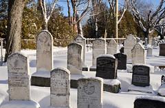 La vieille partie du cimetière de Rimouski (Gaetan L) Tags: baslaurent gaspésie rimouski nikond7000 route132 provincedequébec fleuvestlaurent cimetière cemetery rimouskicemetery cimetièrederimouski hiver winter neige snow