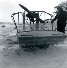 Hydrokopteri ja sen omistaja talvella 1965 (The Museum of Finnish Coast Guard) Tags: meri merivartijat merivartija talvi jääreki hydrokopteri 1965