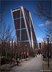 Torre Kio (Manuel Moraga) Tags: manuelmoraga torrekio arquitectura edificio lineas parque jardín plazacastilla madrid españa spain