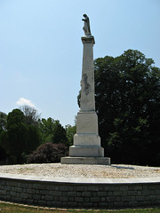 Confederate Memorial/Mass Grave (Photo Squirrel) Tags: cemetery warrentoncemetery warrenton virginia confederate civilwar grave gravestone gravemarker graveyard headstone tombstone memorial monument