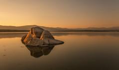 Refrejos. (Amparo Hervella) Tags: embalsedevalmayor comunidaddemadrid españa spain agua paisaje atardecer reflejo largaexposición d7000 nikon nikond7000 comunidadespañola