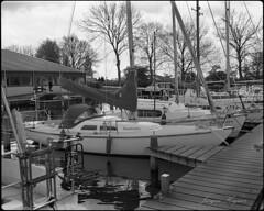 new love (Jürgen Hegner) Tags: trix400 schwarzweis jürgenhegner hc110 6x7 blackandwhite bw makina67 mediumformat analog segelboot sailingboat