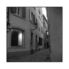 alley • colmar, alsace • 2016 (lem's) Tags: rolleiflex planar alley light paved ruelle pavée lumière colmar crepuscule dark alsace