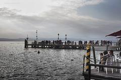 pasquale (pamo67) Tags: pamo67 easterday lago lake pasqua2016 relax passerella catwalk approdo landing gente people acqua water pasqualemozzillo