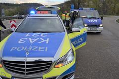 A8 bei Pforzheim-Ost: Ölspurbeseitigung - 17.04.2017 (GoldstadtTV) Tags: a8 ölspur blaulicht