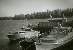 NV 169 ja PV 119 Mikkelinsaarten laiturissa (The Museum of Finnish Coast Guard) Tags: mikkelinsaaret merivartija merivartijat kalusto veneet laituri pv 119 nv 169 merivartioasema 1954
