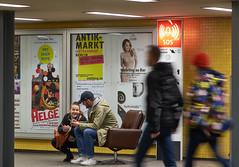 Waiting for the Train II (Lepantho) Tags: fujixt1 leicaelmaritm90mm ubahn bahnhofzoologischergarten berlin sessel paar couple bahnsteig deutschland germany