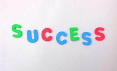 Anglų lietuvių žodynas. Žodis success reiškia n pasisekimas, sėkmė; ill success nesėkmė; giddy success svaiginantis pasisekimas; to score a great success turėti didelį pasisekimą; to be a (great) success turėti (didelį) pasisekimą; this book is a success ši knyga turi pasisekimą lietuviškai.