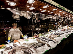 Barcelona 2017: Abundance of fish (mdiepraam) Tags: barcelona 2017 laboqueria foodmarket fish woman