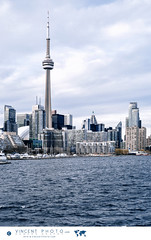 View on the city of Toronto from the ferry between the downtown core and the Billy Bishop Toronto City Airport. (Vincent Demers - vincentphoto.com) Tags: airport amériquedunord architecture aéroport billybishoptorontocityairport cntower canada centreville centrevilledetoronto city cityoftoronto cityscape destinationdevoyage destinationtouristique downtown downtowntoronto islandairportferry northamerica ontario photodevoyage photographiedevoyage skyline toronto tour tourcn tourism tourisme touristdestination tower travel traveldestination travellocation travelphotography trip urbain urban ville villedetoronto voyage vuesurlaville