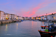 Saint-Martin-de-Ré (♪ OFF for Some Days ♫) Tags: cityscape lights sea sunset colors boat urban space nightshot blue france
