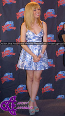 Jennette McCurdy (ArtistApproach) Tags: new york city nyc newyorkcity ny newyork manhattan nick may timessquare planethollywood nickelodeon victorious 2013 catvalentine icarly jennettemccurdy arianagrande sampuckett planethollywoodtimessquare arianajoangrandebutera jennettemichellefayemccurdy samandcat