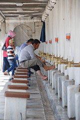 Washing (Gerben's Photos) Tags: blue turkey istanbul mosque sultan bluemosque ahmed sultanahmedmosque