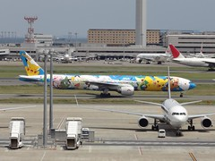 Pokemon Airplane! @Tokyo Haneda International Airport (Phreddie) Tags: hello trip airplane tokyo airport aircraft kitty international pikachu pokemon biz haneda 130515